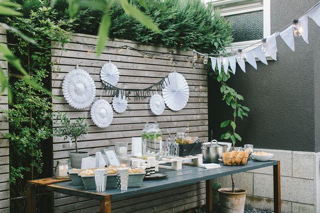 Gäste, die sich wohl fühlen und eine gute Zeit auf Eurer Hochzeit erleben sind der Erfolgsfaktor für eine schöne Feier. Denn was nützt all die Deko und die tollste Location, wenn Eure Gäste sich langweilen oder Hunger haben? Empfangt sie bei Eurer Hochzeit genauso liebevoll wie für einen schönen Abend zu Hause. Auch wenn es …