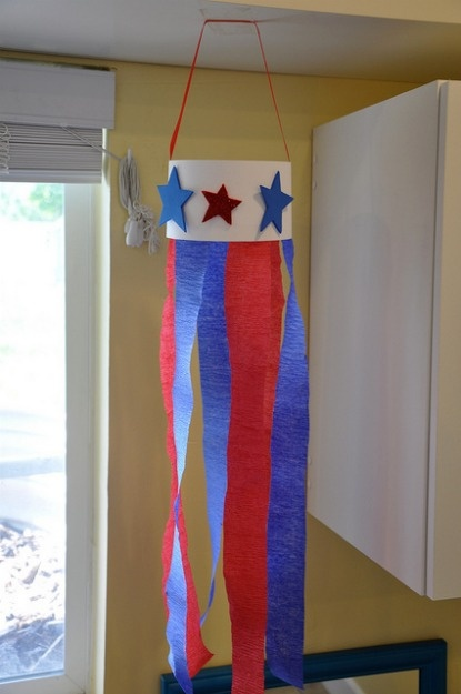 Windsock craft.      We are totally digging this Fourth Of July Windsock Craft for kids!