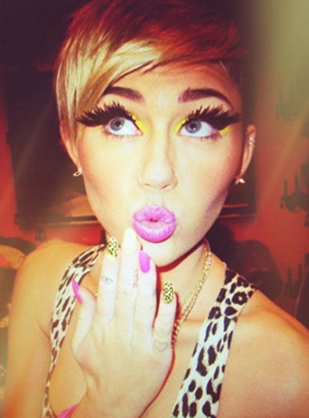 Miley Cyrus dresses up as Nicki Minaj for Halloween - NY Daily News