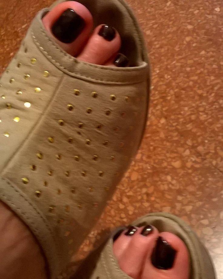 #sexyfeet #feet #piedi #piedinisexy #piediniitaliani #piedini #collant #sexycollant #nylonfeet #nylonfetish #nylon #perfectfeet #feetish #tacchialti #sandals #maturefeet #mature #over50 #zeppe #sexyfeets #sexyfeetsgang #topfeets