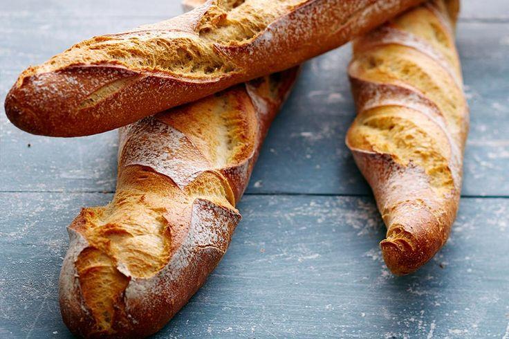 Recette inratable des baguettes au Thermomix (TM5 ou TM31). Faciles et rapides à réaliser ces baguettes auront de quoi rendre jaloux votre boulanger !