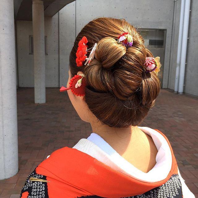 結婚式で《白無垢》や《色打掛け》を着る予定の花嫁さん♡ 和装に合うおしゃれな髪型は見つかりましたか?* まだ決まっていないという花嫁さんのために、インスタのおしゃれ花嫁さんから学ぶ、旬な「洋髪スタイル*7タイプ」をご紹介します♪ 2015年秋冬は、和装ヘアのトレンドが大きく変化しているので、要チェックですよ♪ | ページ2