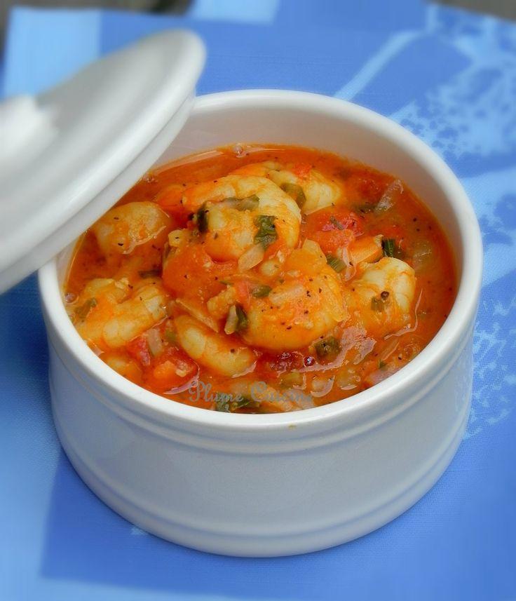 FRICASSEE DE CREVETTES A L'ANTILLAISE (Pour 4 P : 500 g de grosses queues crevettes crues décortiquées et déveinées, 2 c à s d'huile d'olive, 3 belles tomates, 1 c à s de concentré de tomate, 1 oignon, 2 cives, 3 gousses d'ail, 2 c à s de persil, 1/2 c à c de thym, 1 piment végétarien, 1 morceau de piment fort, sel, poivre, le jus de 1 citron vert)