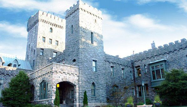 The 10 Best Weekend Escapes from New York City via @PureWow -- TARRYTOWN, NEW YORK Jump on the Metro-North and in under an hour, you could be the guest of honor at the Castle Hotel and Spa, an estate that makes Downton Abbey look like a studio apartment. And the food's better, too.
