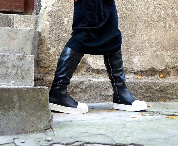 NIEUWE collectie Shoe Contact eerste  Extravagante vrouwen Club hoge rits laarzen leder zwart / wit hoge laarzen. Handmade, samen met zo veel liefde en zorg! Uiterst comfortabel en zo zacht... U zult deze schoenen meer en meer met de tijd! Perfect voor elke gelegenheid. Dagelijkse chique of elegante datum of mysterieuze partij...  Worden wie je wilt zijn met nieuwe Must Have schoenen.  Past prachtig bij alles en overal... legging, broek, broeken, shorts, skirts.maxi jurken, tunieken…