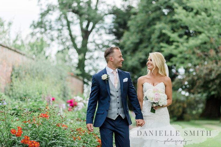 June wedding at Blake Hall. Photo by Danielle Smith Photography