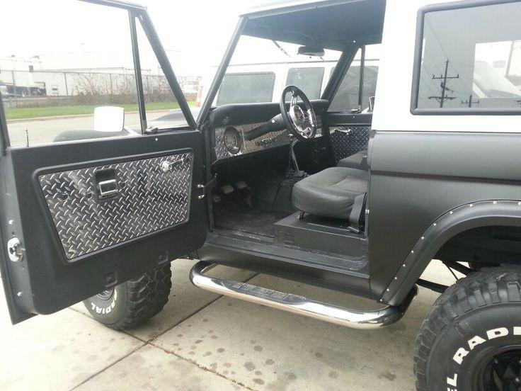 Custom Interior 1967 Ford Bronco Diamond Plated Dash