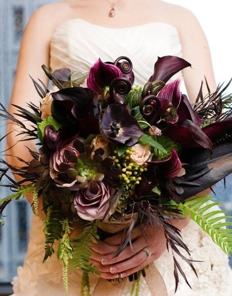 60 Halloween Wedding Bouquets To Get Inspired | HappyWedd.com