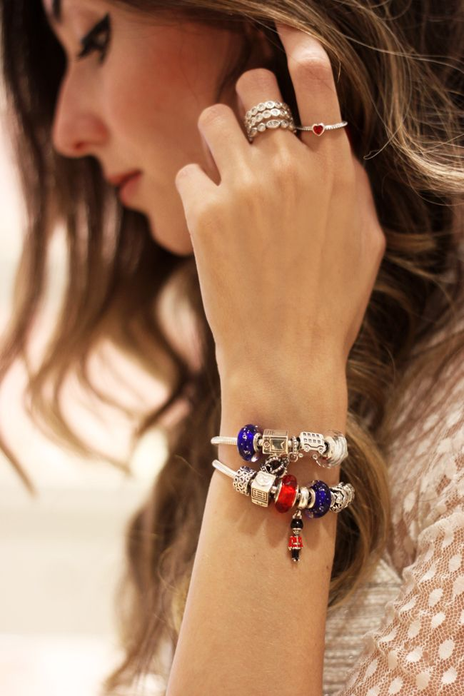 Brazilian blogger Flavia Desgranges from Fashion Coolture looks great in travel themed PANDORA jewelry. #PANDORAbracelet #PANDORAring #PANDORAstyle