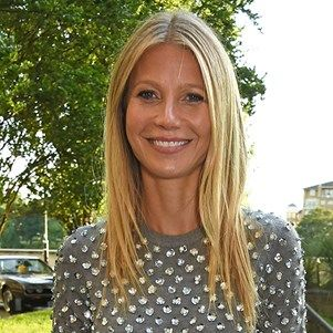 Gwyneth Paltrow Shared The Sweetest Family Reunion Photo For Thanksgiving #gwynethpaltrow #thanksgiving #family #elleau