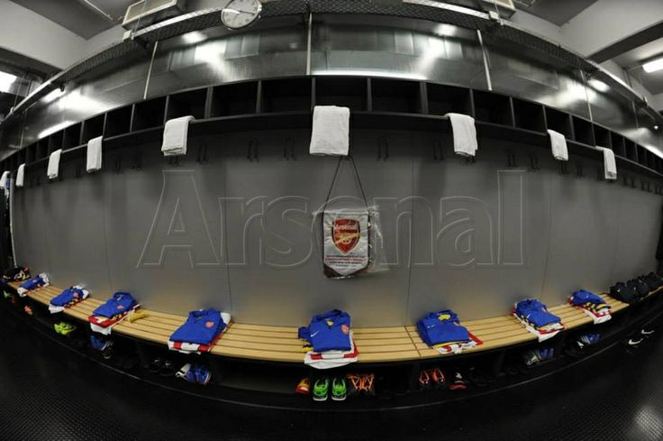 bench of arsenal fc