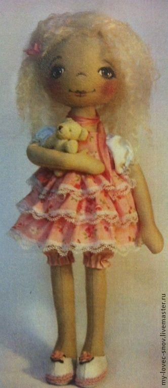 Купить или заказать Набор для шитья Кукла Олечка (МК) в интернет-магазине на Ярмарке Мастеров. Куколка-тыквоголовка. Подробная инструкция с пошаговыми фото. В набор входит: - ткань для тела и одежды - мохеровый тресс для волос - кружева и тесьма - шелковый шарфик - маленький медвежонок - инструкция +трафарет для рисования лица. - выкройка Получается очень милая, нежная и воздушная …