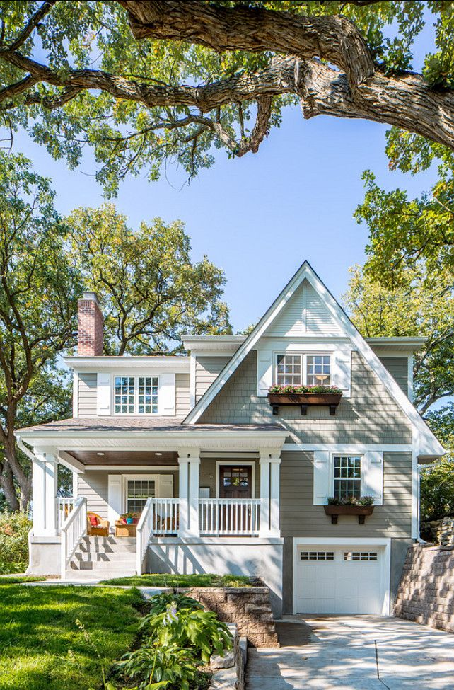HAMPTONS LIVING :  charming exterior, shingles, weatherboards and eave detail picked out in contrast paint. So charming.