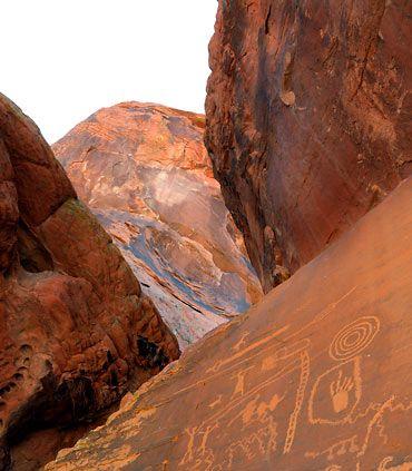 Elija un hotel en Las Vegas, Nevada y conozca el Red Rock Canyon.