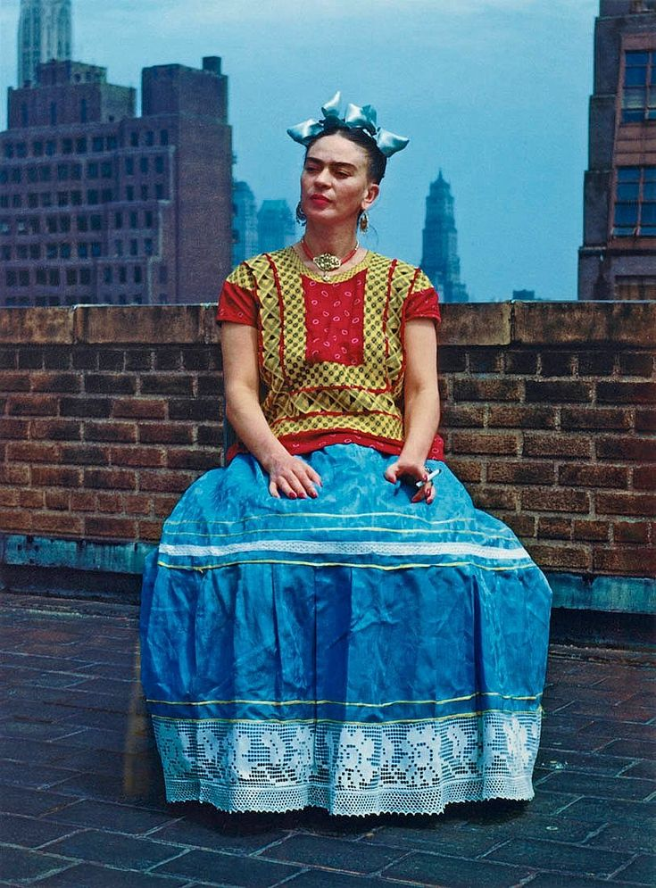 """NICKOLAS MURAY, """"FRIDA KAHLO IN NEW YORK"""", 1946. Signed Mimi Muray on verso. Edition 11/30. Later print printed by Tod Gangler. Carbon pigment print, image 37.5 x 27.5 cm. Total edition 30 + 5 AP."""