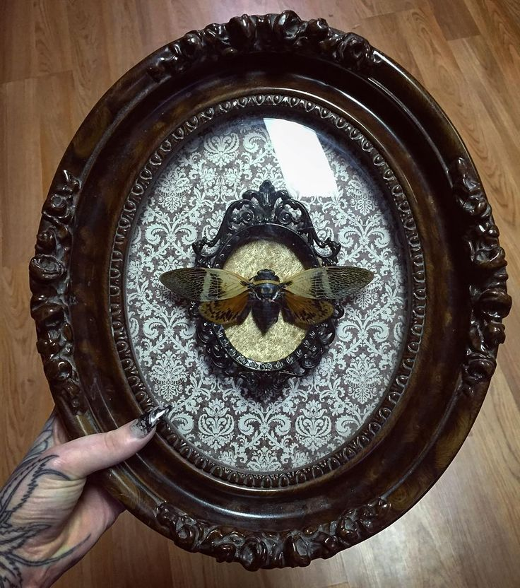 Beautiful vintage bubble glass frame.                                                                                                                                                                                 More