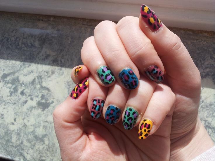 Naiart tutorial. Hoe maak ik kleurrijke luipaard nagels? Lees het op https://makeupmeisjes.wordpress.com/2013/04/06/gastblog-how-to-kleurrijke-luipaard-print-nail-art/ #nailart #beautyblog #tutorial #diy