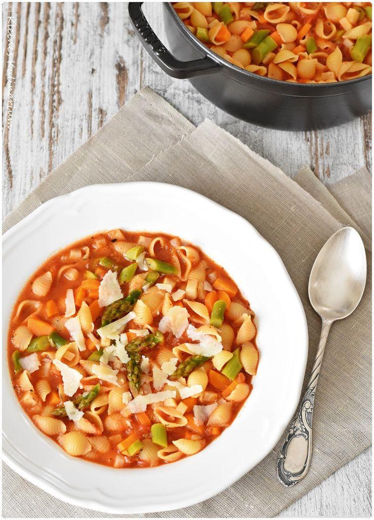 """Die italienische Gemüsesuppe """"Minestrone"""" saisonal verfeinert mit frischem Spargel. Absolut lecker, leicht und unbedingt zu empfehlen"""