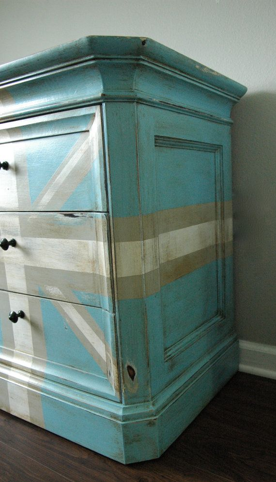 Preppy Union Jack Chest - for the anglophile in all of us...