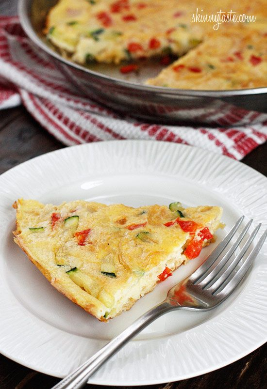 Caramelized Onion, Red Pepper and Zucchini Frittata recipe - 4 points+: Carmel Onions, Fun Recipes, Red Peppers, Eggs White, Caramel Onions, Healthy Breakfast, Skinny Tasting, Weights Loss, Zucchini Frittata