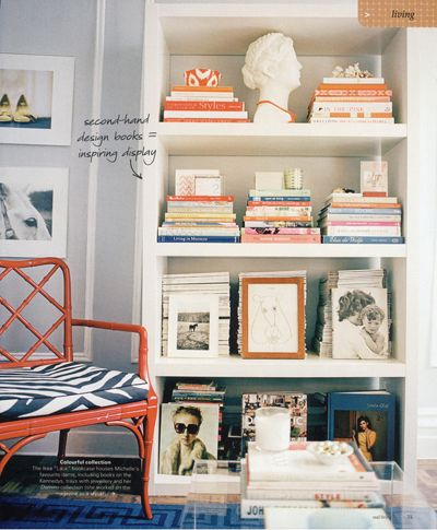 what a great way to organize a bookshelf!
