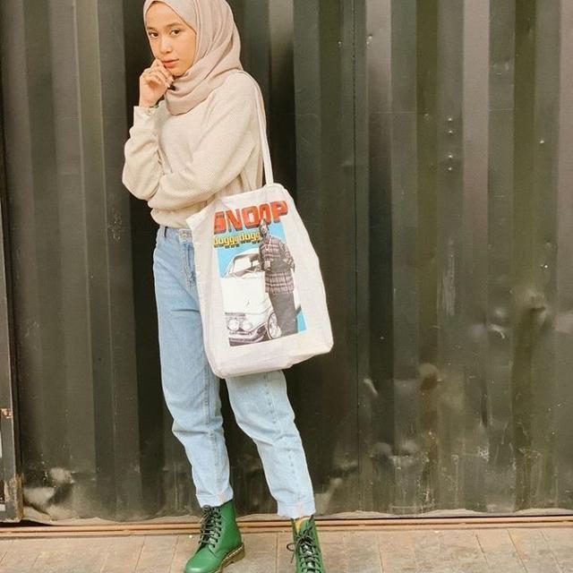 Hijabers Kekinian Berikut 10 Inspirasi Outfit Ala Indy Ratna Pratiwi Gaya Hijab Gaya Busana Kasual