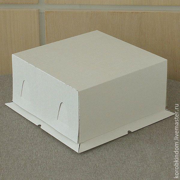 Купить или заказать Коробка 21х21х10 'крышка-дно' для торта белая в интернет-магазине на Ярмарке Мастеров. Аккуратная белая (из немелованного картона) коробка 'крышка-дно' с низким дном и высокой крышкой. Самосборная (легко и просто, без клея). Может быть использована для упаковки небольших тортиков, кексов, куличей, а также чего угодно другого по Вашему желанию. Продажа от 10 штук. Возможно нанесение логотипа в один или несколько цветов (шелкография). Все вопросы об этой работе, Ваши…