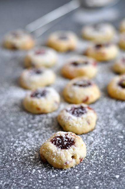 Das traditionelle Weihnachtsgebäck erhält in diesem Rezept durch Pistazien und Cranberries eine ordentliche Portion Luxus.