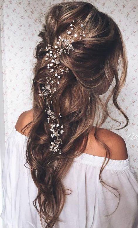 Penteados para noivas que não querem prender todo o cabelo