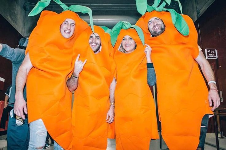 Thomas Rhett Gets Pranked on Stage by a Few Famous 'Carrots'
