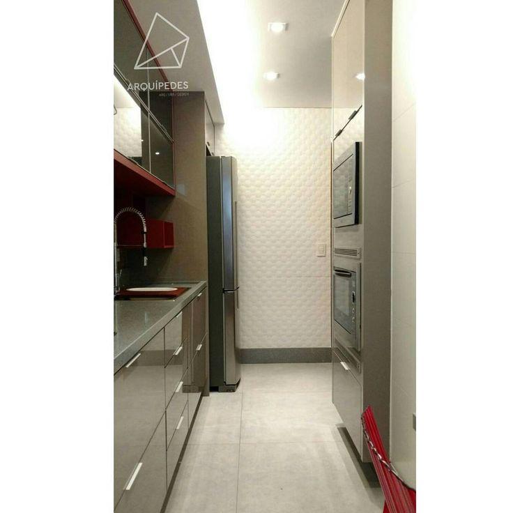 Mais uma! 😉 __________ #kitchen #interiors #duratex #silestone #gray #red #reforma #archilovers #ceramicaportinari