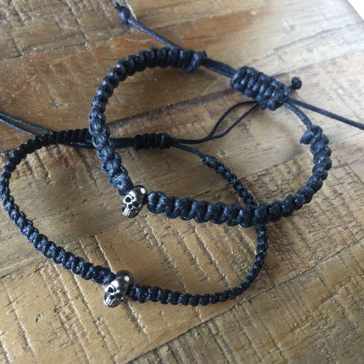 Le chouchou de ma boutique https://www.etsy.com/ca-fr/listing/589829625/bracelet-macrame-solide-en-corde-de