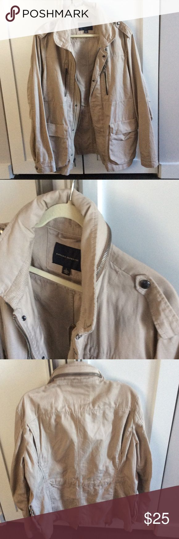 Men's safari tan jacket Banana Republic, size L, tan color, shell: 63%cotton 37% linen. Great condition, no stain or rips perfect for outdoorsy man. There is a good folded into the collar. Banana Republic Jackets & Coats Military & Field