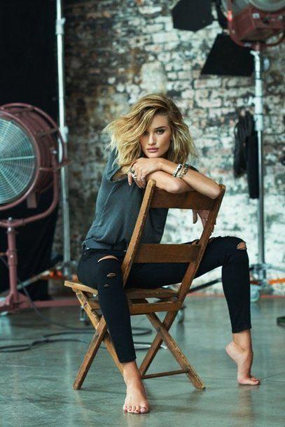 """Destroyed jeans, casual: Rosie Huntington-Whiteley in der neuen """"Destructed Skinny""""-Jeans von Paige"""