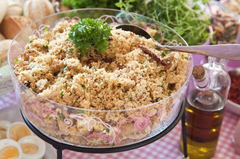 Hellapoliisi - Salaattipöytä juhlahetkeen