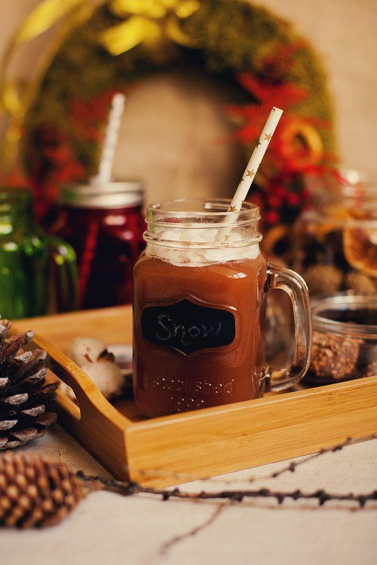 Новогодний стол. Праздничный стол. Оформление новогоднего стола. Новогодние напитки. Лимонадник. Баночки для смузи. Новый год. Рождество.
