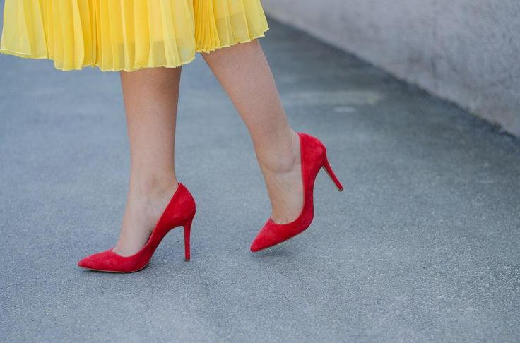 Yellow pleated skirt / Red stilettos  www.cristinafeather.com