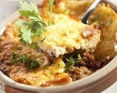 Hachis parmentier au poivron rouge et reste de boeuf haché : http://www.cuisineaz.com/recettes/hachis-parmentier-au-poivron-rouge-23325.aspx