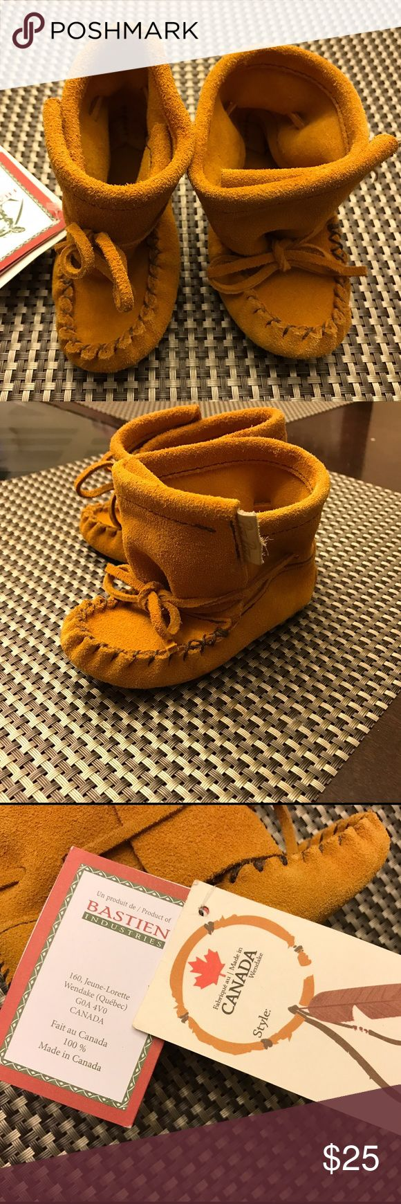 Hiawatha by Bastien Industries Moccasins Tam baby booties. Made in Canada. 100% Huron Native made. Shoes Moccasins
