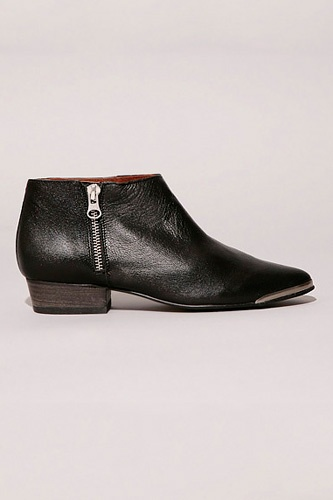 Pixie Market metal tip zipper bootieBoots Shoes Footwear, Fashion, Marissa Style, Low Shaft Boots, Boots Shoese Footwear, Fall Boots, Girly Shoes, Boots Guide, Boots Refresheas