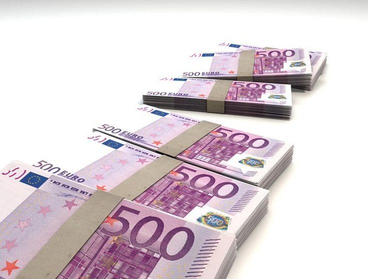 Caivano: rapina banca e perde i soldi durante la fuga. 2 cittadini se ne appropriano