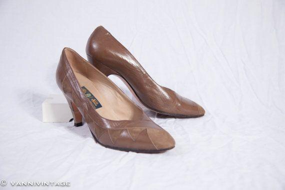 Vintage pumps 1980s  brown leather and suede Sixth door VanniVintage, €32.50
