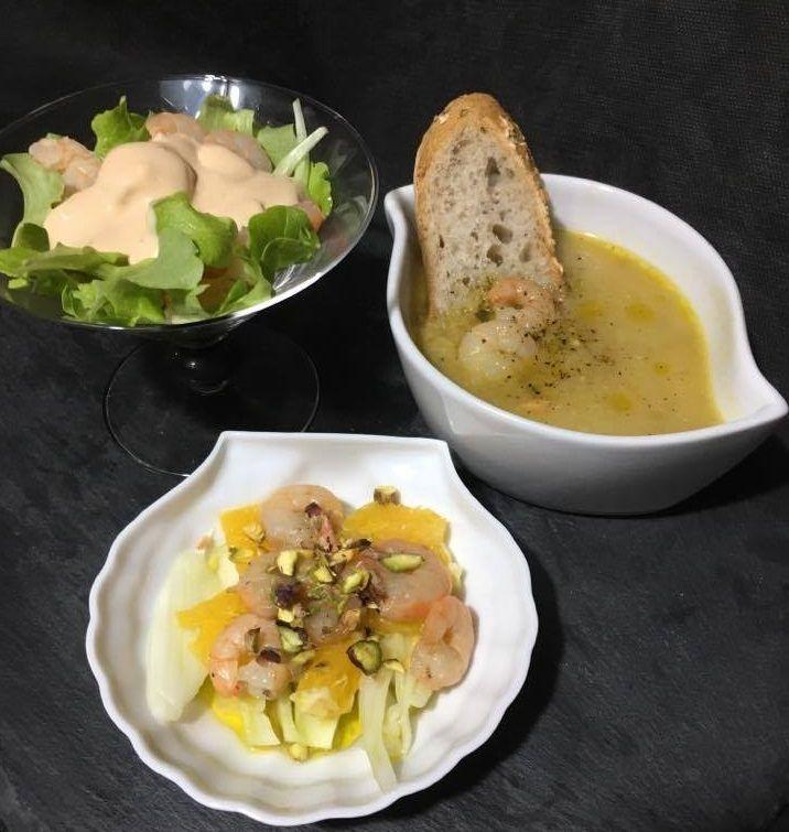 I gamberi si fanno in tre: cocktail di gamberi, insalatina con gamberi, finocchi, arance e pistacchi, passatino di ceci con gamberi e pancetta croccante tritata