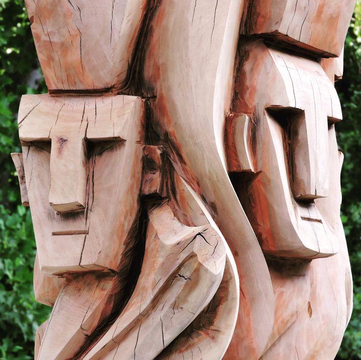 Escultura mapuche en plaza de Temuco.