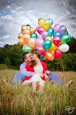colorful balloon engagement shoot