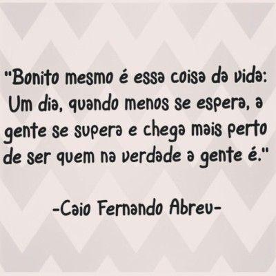 <p></p><p>Bonito mesmo é essa coisa da vida: um dia, quando menos se espera, a gente se supera e chega mais perto de ser quem na verdade a gente é. (Caio Fernando Abreu)</p>