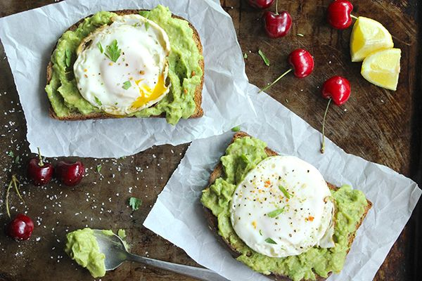 Skinny Fried Egg and Avo Toast - Perfect breakfast! YUM!