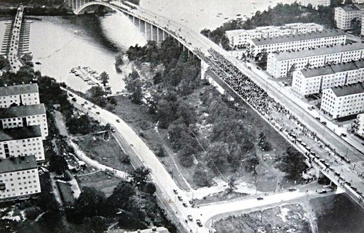 Tranebergsbron vid invigningen den 31 augusti 1934. Bilden från Bromma Hembygdsförenings årsskrift 1935.