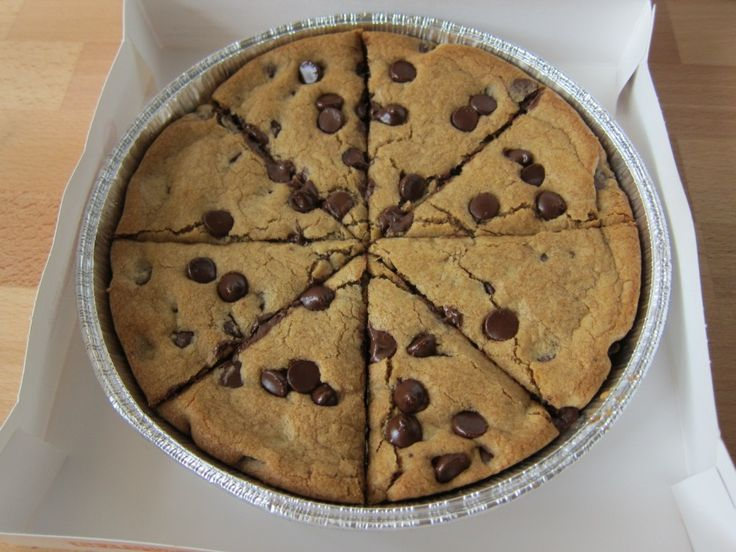 pizza-hut-ultimate-hersheys-chocolate-chip-cookie-02
