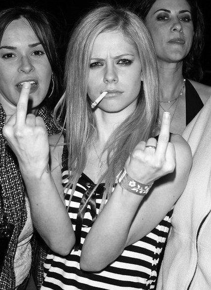 Avril Lavigne started smoking again after her 3 secret boards were deleted